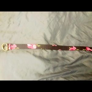 Super cute never worn GUESS logo belt with G clasp
